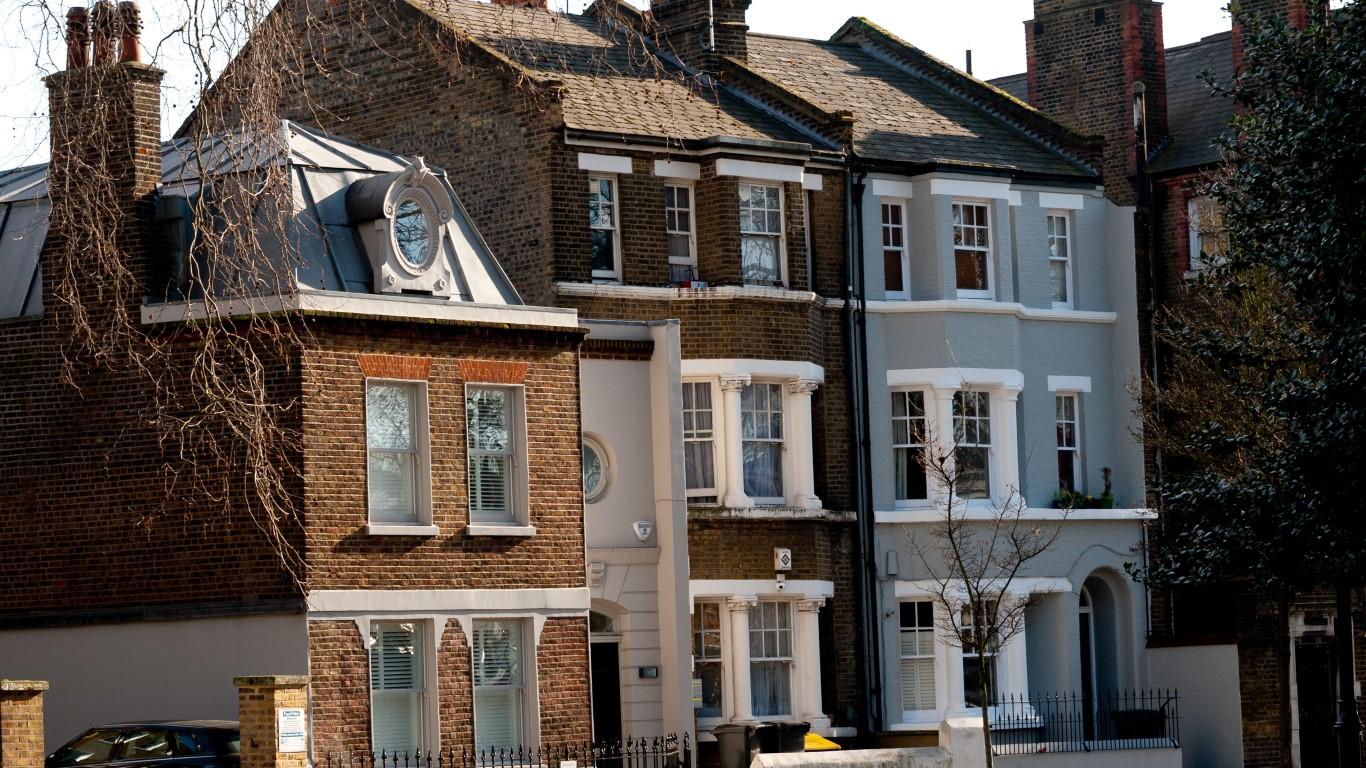 Freehold house or leasehold flat for Green home guide