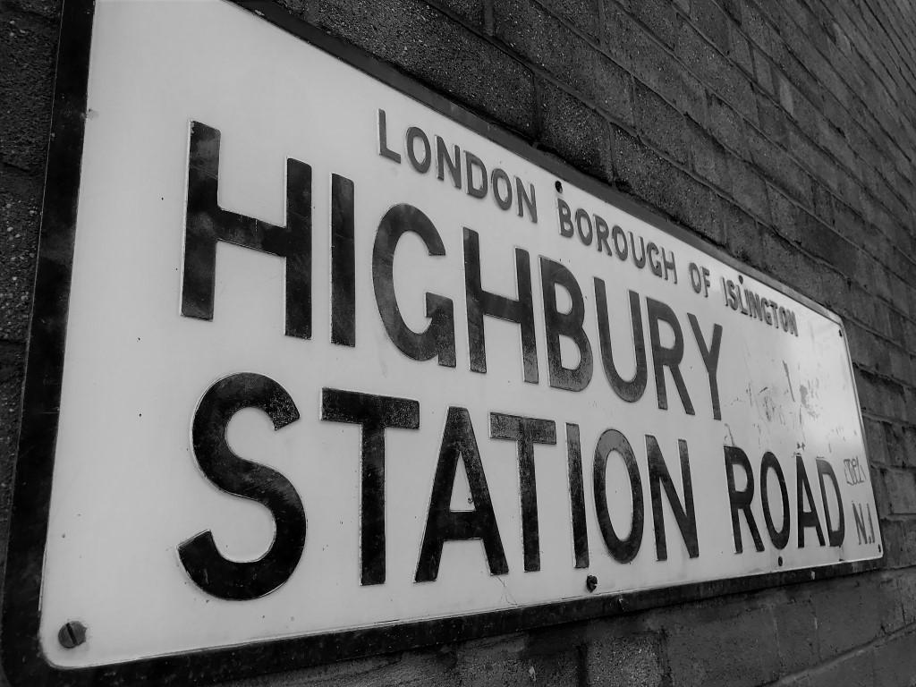 highbury station road sign